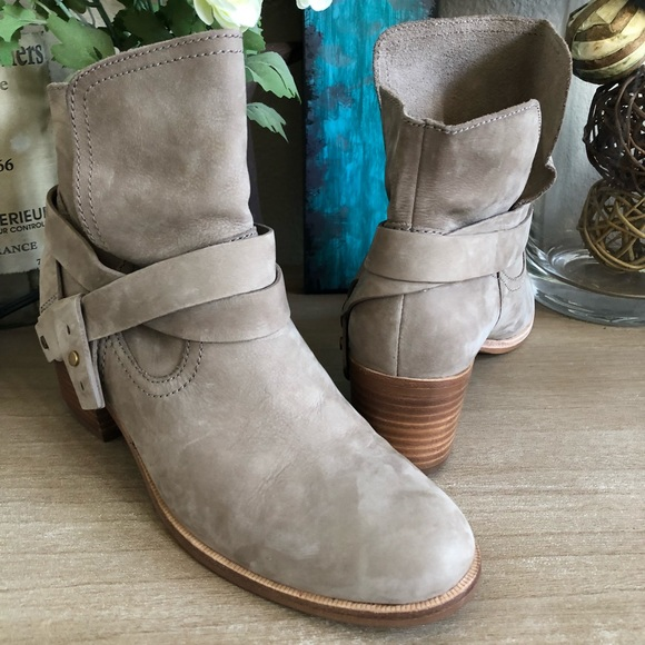 23608f19804 UGG Women Elora Leather Sahara Stacked Heel Ankle NWT